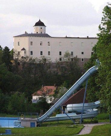 Malenovice, zdroj www.hradmalenovice.cz