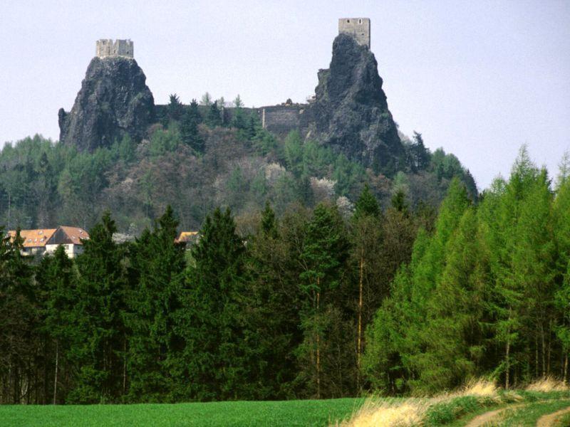 Trosky, zdroj www.hrad-trosky.cz