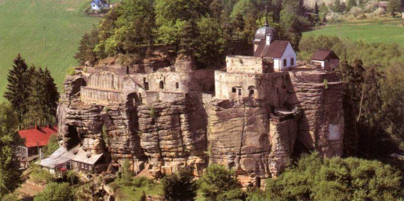 Sloup - skalní hrad a poustevna
