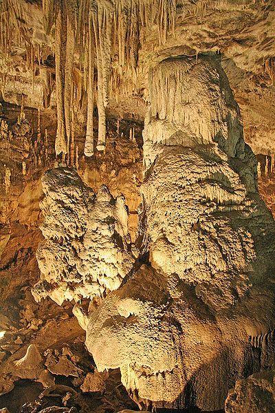 Punkevní jeskyně - přední dóm - autor Prazak, licence CC 3.0 http://creativecommons.org/licenses/by-sa/3.0/deed.cs
