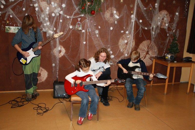 SVČ Brno - Lampa - Klub kapel - hra na kytaru