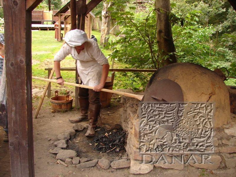 Hrad Šelmberk - Všední dny v podhradí