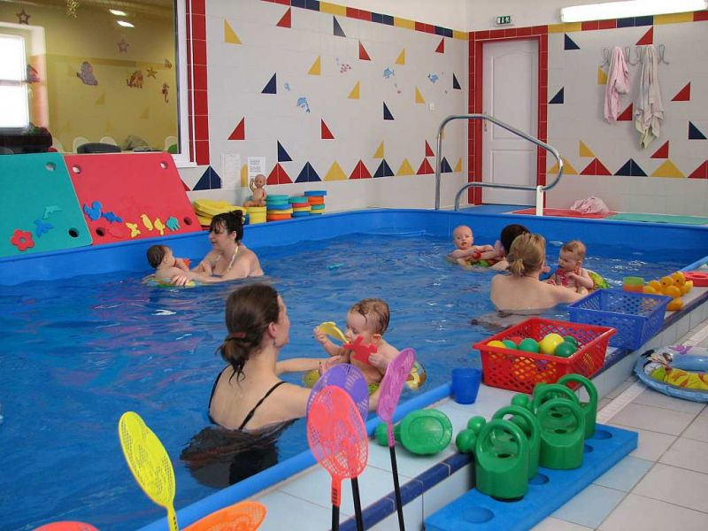 Plavecký klub Žabičky - Kurzy plavání kojenců a batolat od 6.měsíců ve vlastním bazénu centra