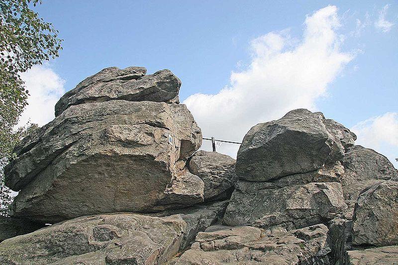 Devět skal-vrchol