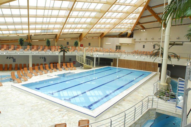 Maternity Care - Plavání dětí ve velkém bazénu Aquapalace Praha