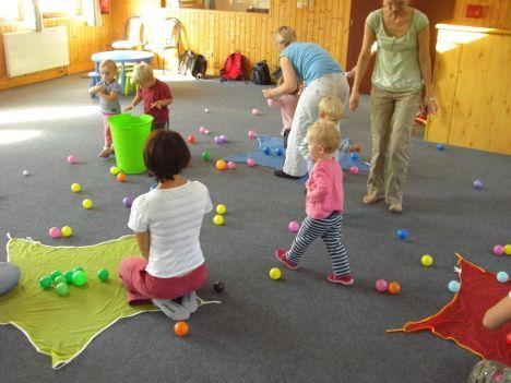 Příliv pro rodinu, Brno - Výtvarné a pohybové hry pro děti 2-3 roky s rodiči