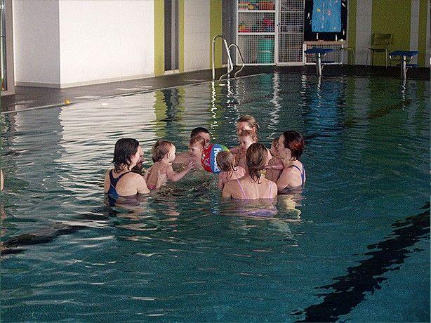 Dětský klub Vodníček - Plavání rodičů s dětmi od 7 měsíců do 5 let v bazénu Pražačka