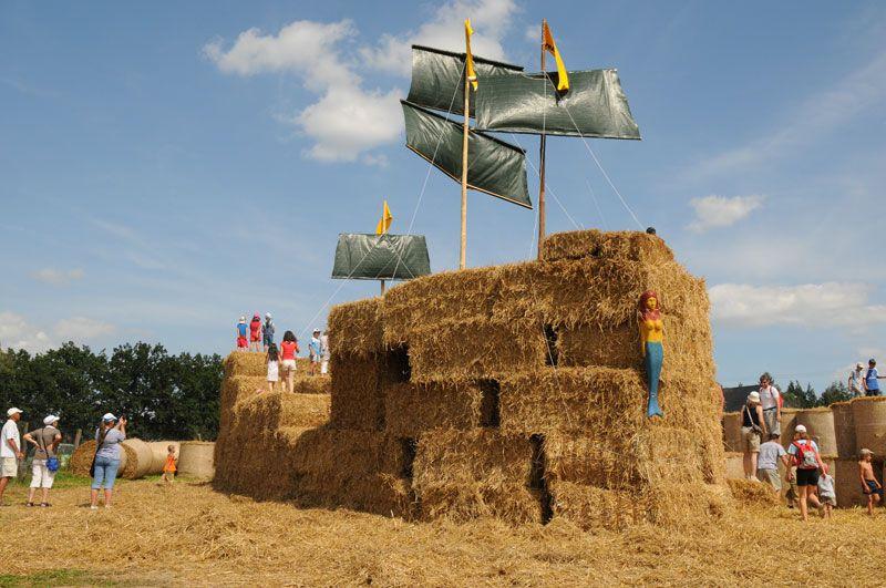 Přírodní areál Šťastná země - Slavnosti slámy - Slamák 2011