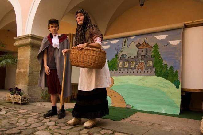 """Zámek Potštejn - Divadelní pohádka """"O vodnických buchtách a nabručeném mlynářovi"""""""