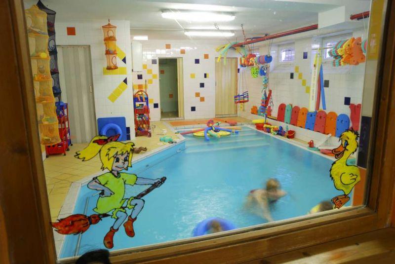Baby Club Hobit Karlovy Vary - Plavání rodičů s dětmi