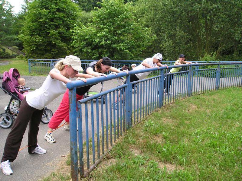 FITMAMI - Cvičení s kočárky pro maminky s dětmi v Plzni, Borský park