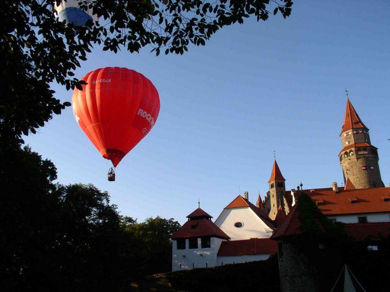 Hrad Bouzov - Balony nad hradem