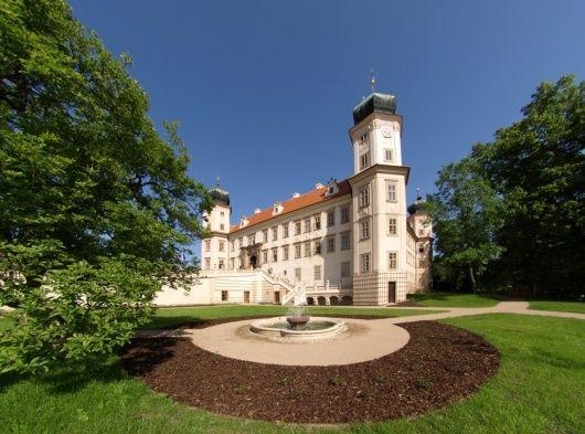 Zámek Mníšek pod Brdy - Zamávejte Bílé paní na zámku Mníšku