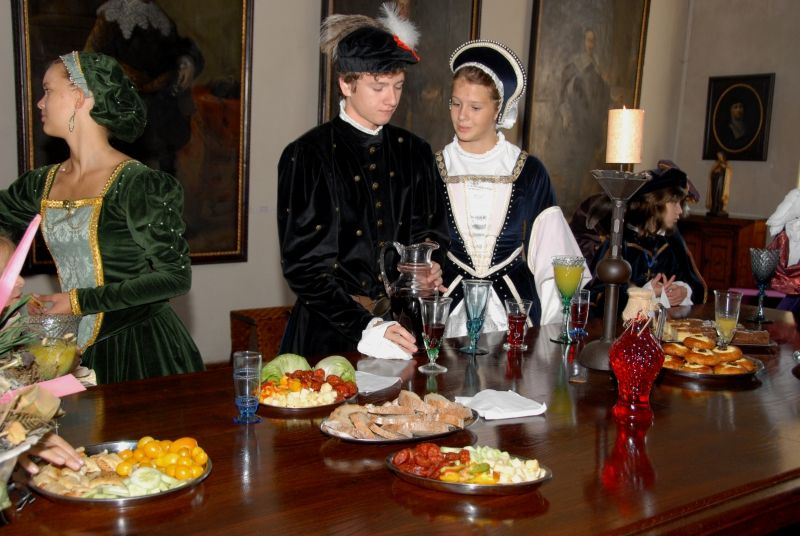Hrad Kost - Historické dny