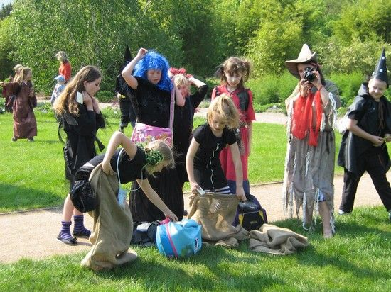 Pálení čarodějnic 2012 - akce pro děti - Botanická zahrada Praha
