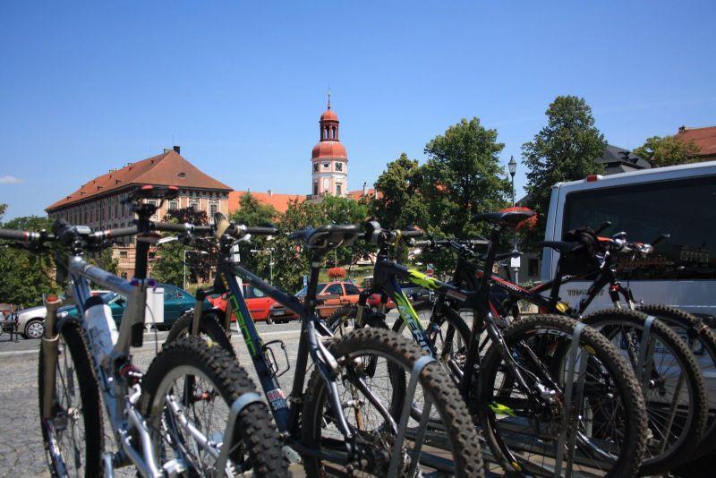 Chytré cestování Českým středohořím a Podřipskem