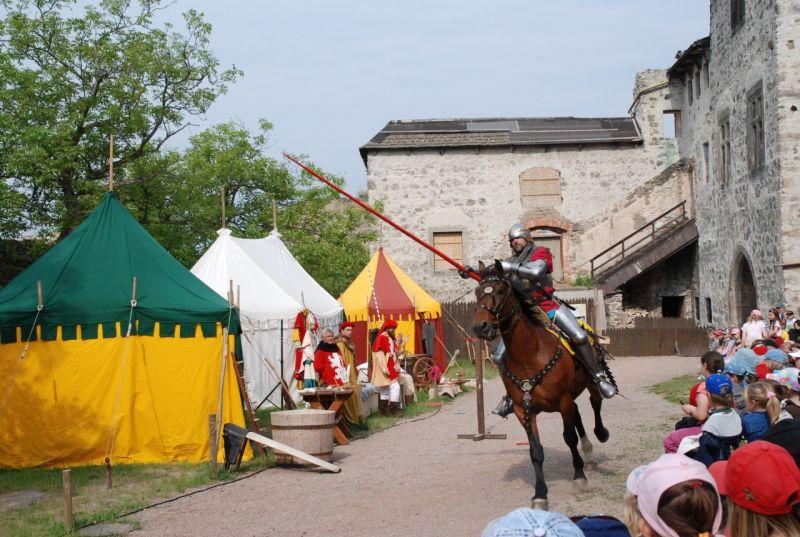 Hrad Kunětická Hora - Středověký hrad Faber - květen