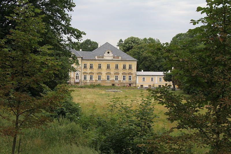 Zámek Hluboš
