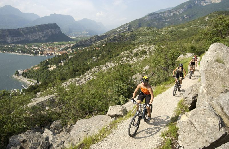 In mountain bike nei pressi di Torbole