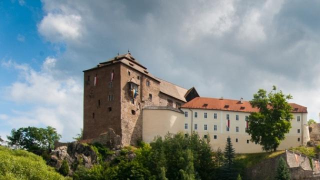 Bečov_nad_Teplou,_hrad_a_zámek3.jpg