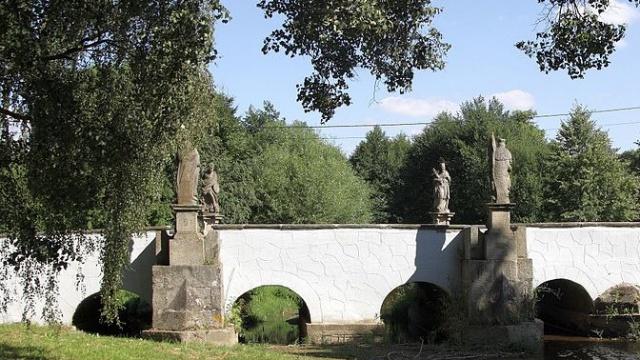 Bělá_nad_Radbuzou_-_kamenný_most_přes_Radbuzu_obr4.jpg
