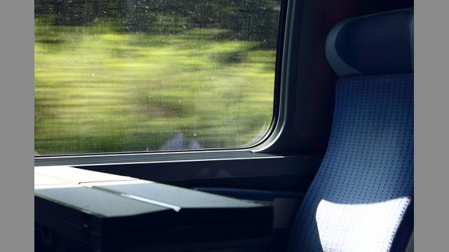 Skolem do vlaku